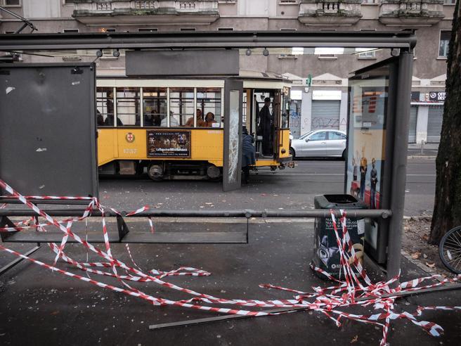 Milano, lo sparo contro un trame vandalismi:le follie di Capodanno Foto