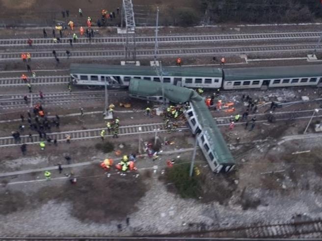Treno deragliato, indagati  vertici di Trenord e Rfi Video|Foto