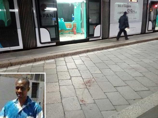 Sprangate  alla fermata del tram: «Malato,  incapace di intendere»