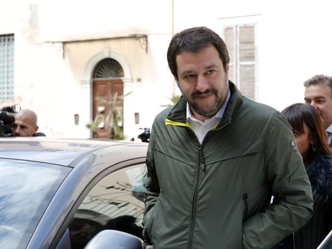 Salvini, la gelataia e il cono: «Papà  Lega, mamma FI. L'unica di sinistra sono io» - Audio