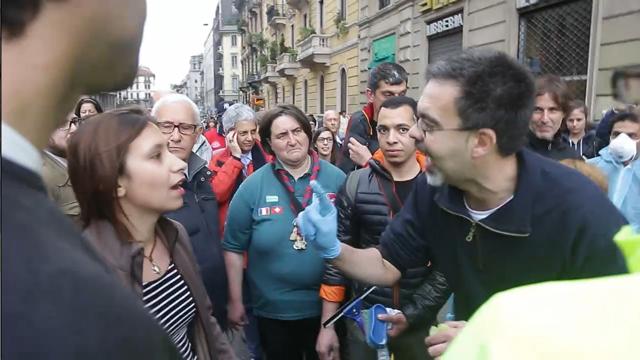 La no Expo contestata dai milanesi: «Prendi la spugna e pulisci