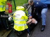 Milano, colpita da infarto in strada: l'82enne salvata dai massaggi cardiaci del poliziotto