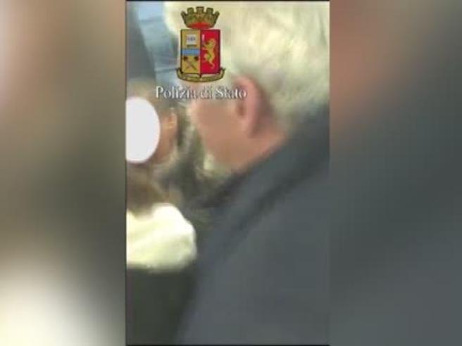 Milano, studentessa molestata sulla linea 90/91: il video girato dalla polizia