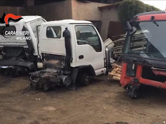 La banda che smontava i camion e li rivendeva in Nord Africa: sette arresti