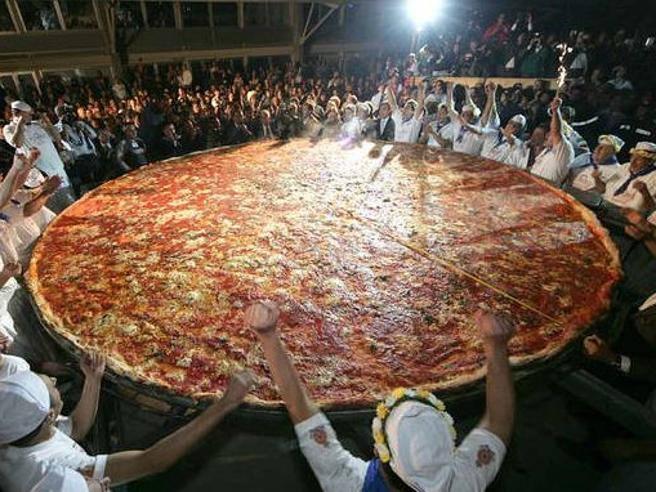 Expo lanciata la sfida per la pizza dei record lunga for La villa piu grande del mondo