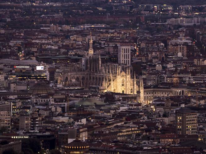 Lo show di milano a 200 metri d altezza le immagini for Milano re immobili di prestigio