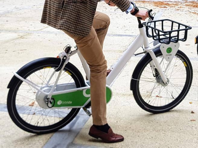 Milano novit nel bike sharing bici elettriche con l for Mobile milano bike sharing