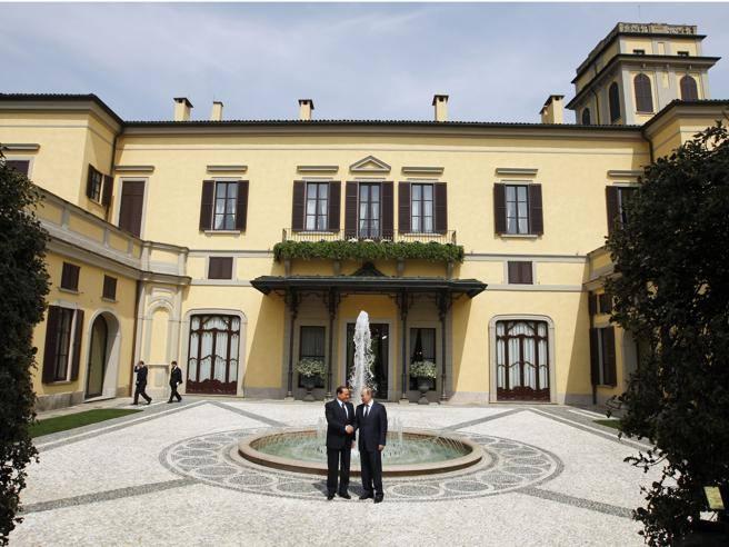 Monza giardiniere cade da albero a villa gernetto di for Giardiniere milano