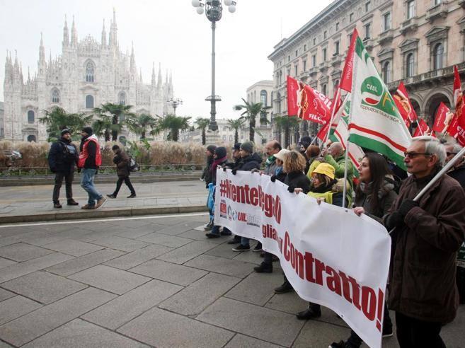 Milano in corteo la grande distribuzione niente regali for Subito milano