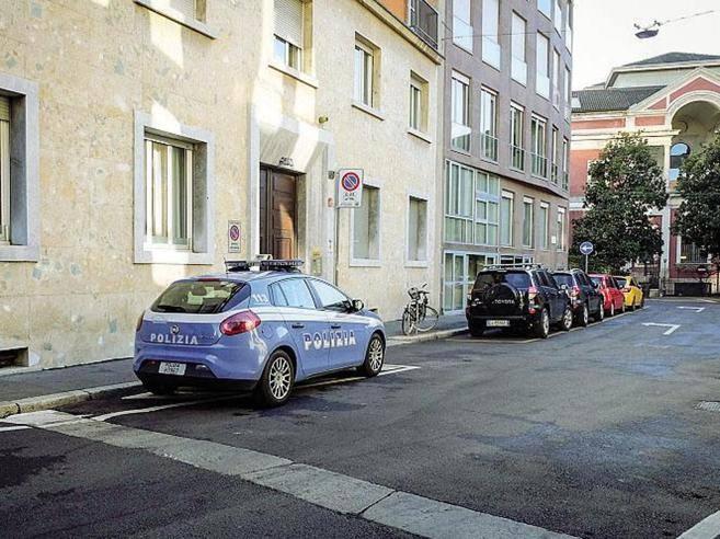 Milano ladri a casa mondadori nella notte di capodanno for Casa corriere