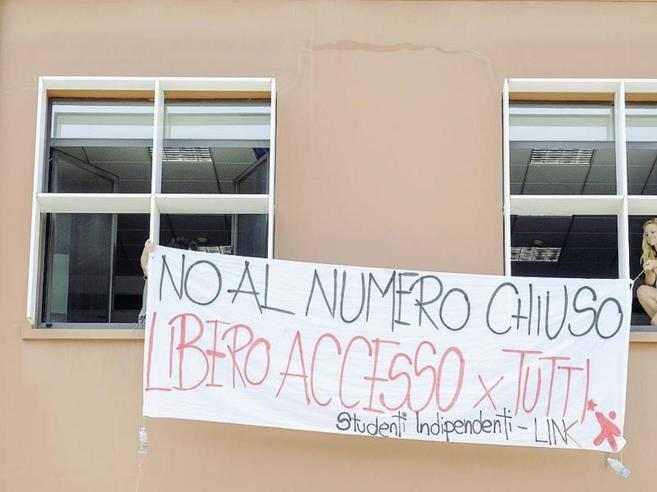 Milano il rilancio degli studenti in statale adesso for Test scienze politiche
