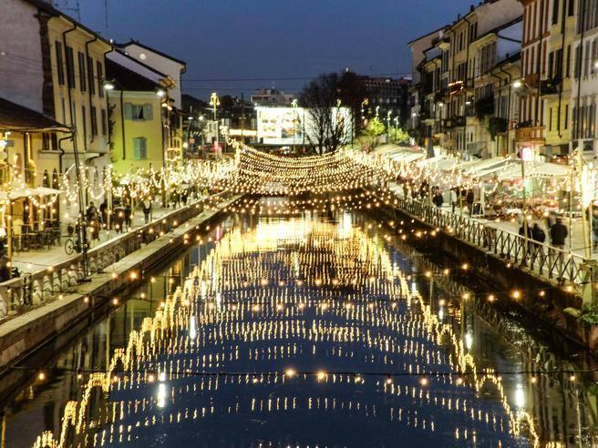 Milano il naviglio grande s illumina per natale for Il naviglio grande ristorante